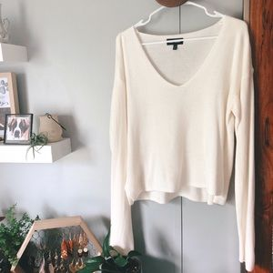 Express Cream V-Neck Swearer